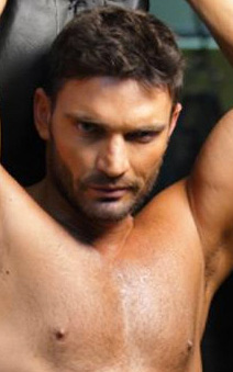 Julian Gil intercambiará y regalará calendario 2012