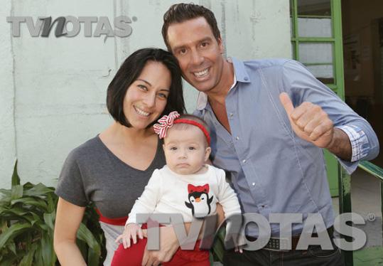 Raúl Osorio presenta a su hija de 4 meses