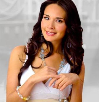 Adriana Louvier  sí posaría en revista para caballeros