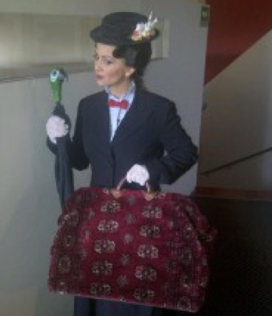Andrea Legarreta como Mary Poppins