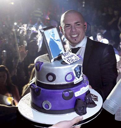 Pitbull festejó 31 años con mega pastel