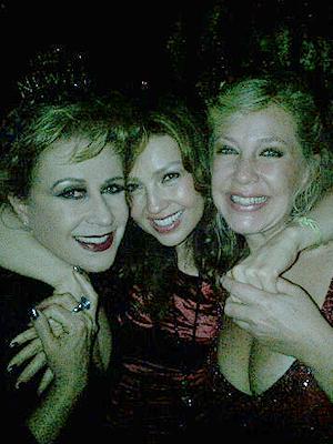 Thalía celebra Año Nuevo con Laura Zapata y Ernestina Sodi