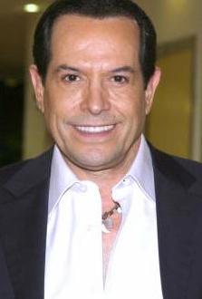 Juan José Origel podría interpretar a  María Félix en Parodiando