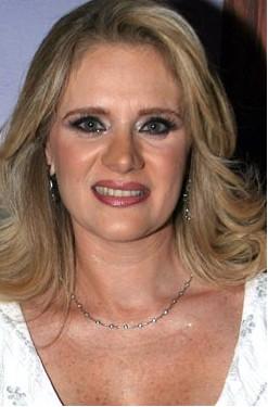 Desmiente Erika Buenfil padecer cáncer linfático