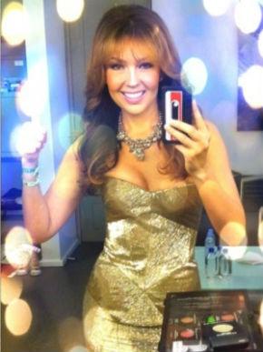 Thalía presume deslumbrante vestido en Twitter