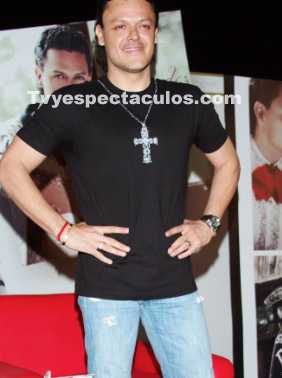 Presentan a Pedro Fernández como protagonista de Cachito de Cielo