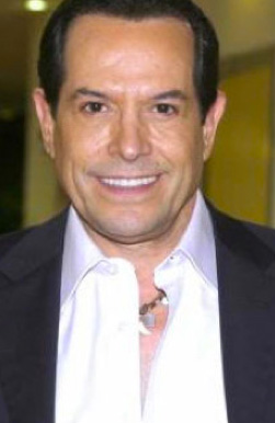 Juan José Origel se opera la papada