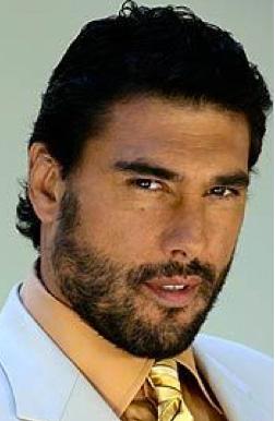 Eduardo Yañez protagonista de Amores Verdaderos