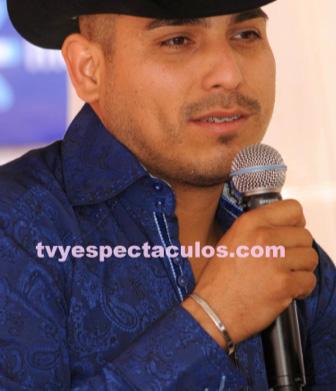 Salvador Mejía busca a Espinoza Paz para Qué Bonito Amor