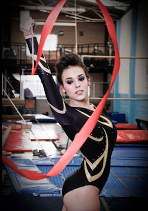 Danna Paola se convierte en gimnasta