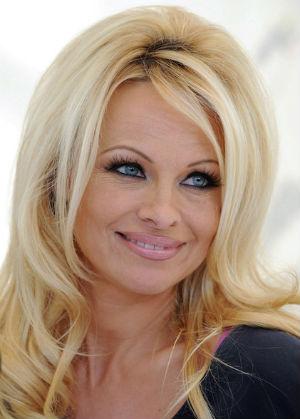 Pamela Anderson sorprende a sus seguidores en topless