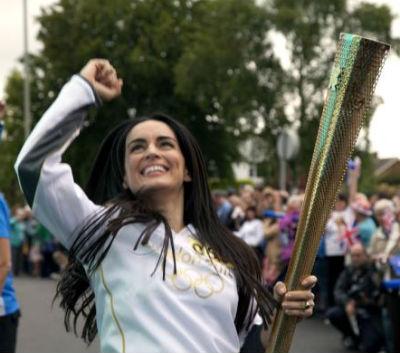 Mexicanos portan la Antorcha Olímpica de Londres 2012