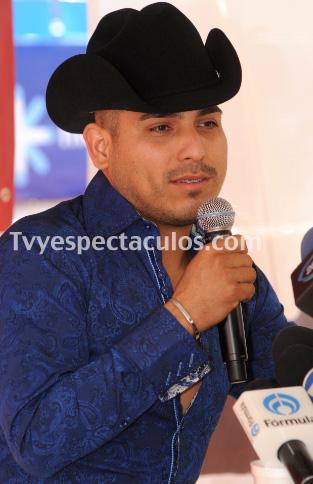 Espinoza Paz tomará clases de actuación en Los Ángeles