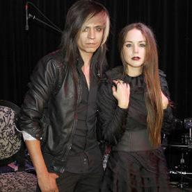 Camila Sodi presenta a su grupo Ella y el muerto
