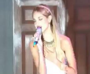 Eiza González interpreta Me puedes pedir lo que sea para Amores Verdaderos