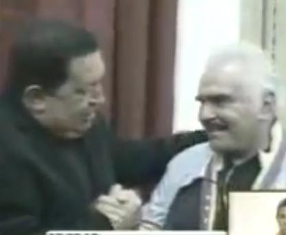 Hugo Chavez cantó con Vicente Fernández