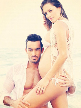 Aarón Díaz se presume con Lola Ponce embarazada