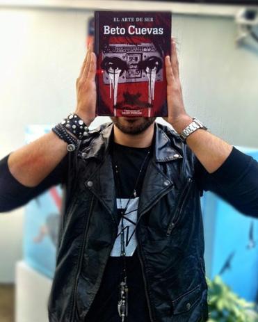 Beto Cuevas presenta su libro en FIL Guadalajara