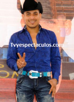 Espinoza Paz no se retira de la música