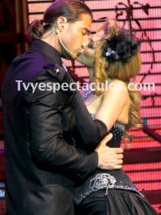 Aracely Arámbula y Sebastián Rulli dejan Perfume de Gardenia