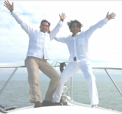 Raúl y Armando Araiza esparcieron en el mar las cenizas de su papá