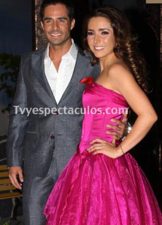 Ariadne Díaz confirma romance con José Ron