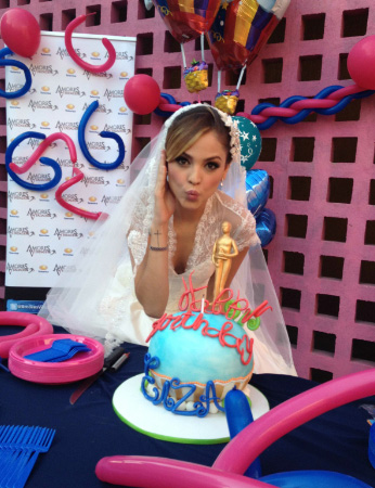 Eiza González festejó su cumpleaños con el elenco de Amores Verdaderos