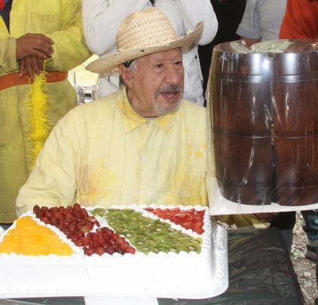 Festejó Ignacio López tarso su cumpleaños 88 con el elenco de Corazón Indomable