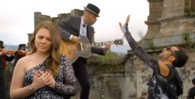 Video Llorar de Jesse y Joy con Mario Domm