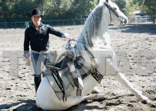 Raúl Sandoval le regaló un caballo a Fran Meric