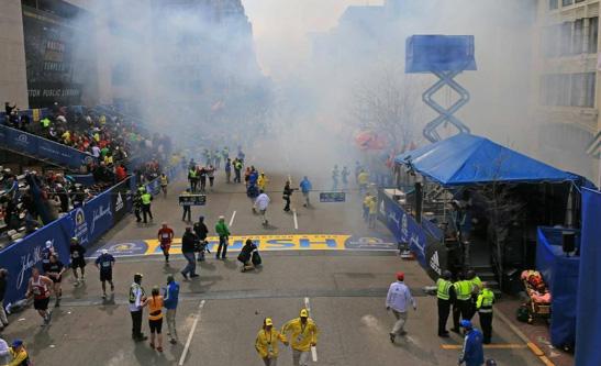 Famosos reaccionan ante las exposiones en Boston