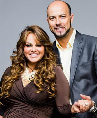 El viudo de Jenni Rivera se consuela con Ana Bárbara