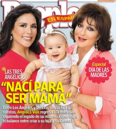 Angélica Vale con su hija y mamá en People en Español