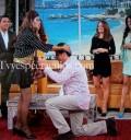 Raúl Araiza paga apuesta a El Burro
