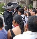 Pablo Montero empuja a reporteros