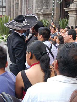 Pablo Montero agrede a reporteros