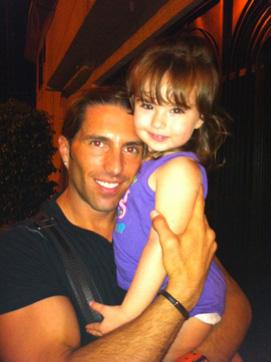 Poncho de Nigris con su hija