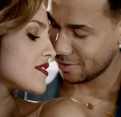 Eiza González trabaja con Romeo Santos