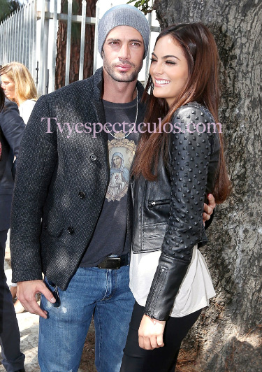 William Levy y Ximena Navarrete visitan la John Muir Middle School