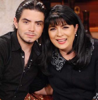Victoria Ruffo y José Eduardo