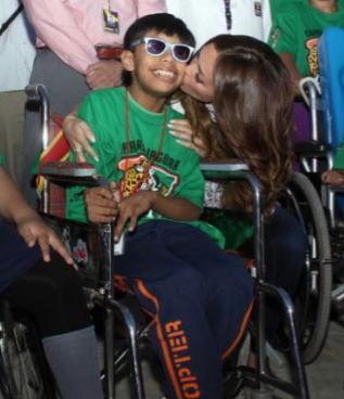 Anahí visitó el CRIT de Chiapas con Manuel Velasco