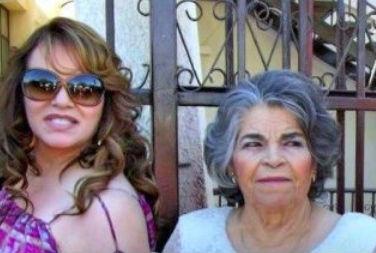 Jenni Rivera con su abuelita