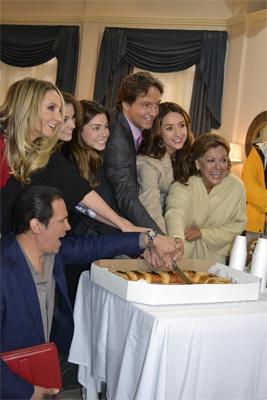 Rosca de reyes con elenco de Por siempre mi amor