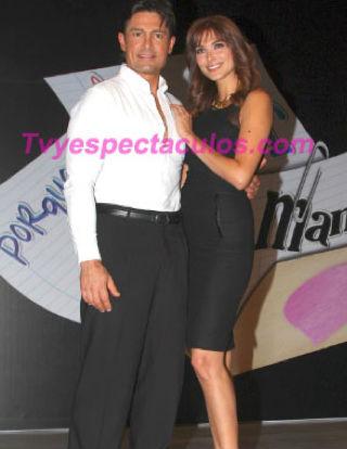 Captan a Fernando Colunga y Blanca Soto besándose