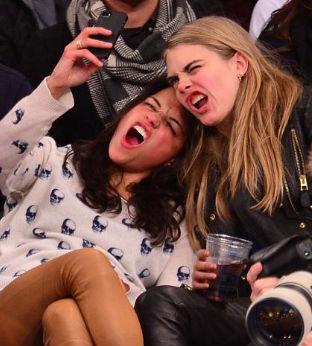 Michelle Rodríguez y Cara Delevinge
