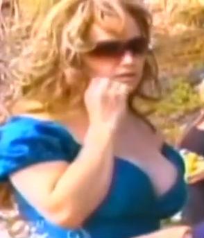 Rosie Rivera vestida como Jenni Rivera