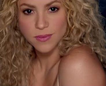 Shakira juega con sus seguidores