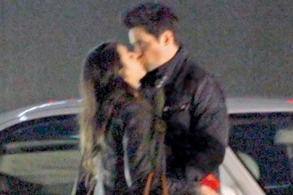 Captan a Danna Paola besando a Eleazar Gómez