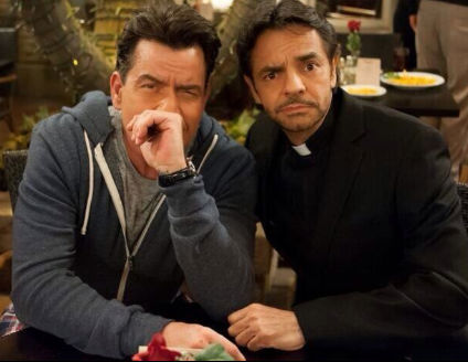 Eugenio Derbez participó en Anger Management con Charly Sheen