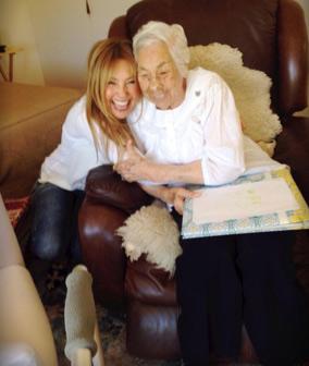 Thalia y su abuela
